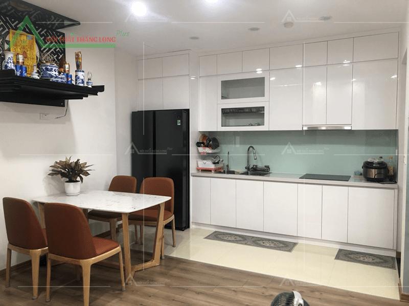 Tủ kệ bếp nhỏ gọn với gam màu trắng