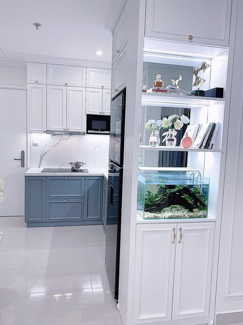 Tủ kệ trang trí nhỏ gọn với nhiều ngăn