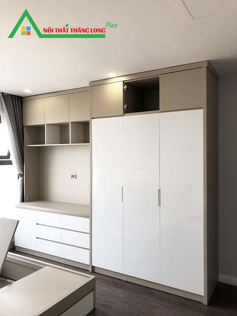 Tủ quần áo với thiết kế nhiều ngăn và chỗ để đồ